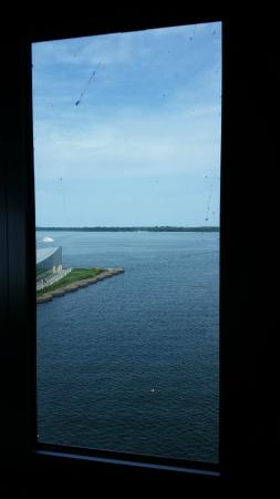 Sheraton Erie Bayfront Hotel: Dirty Window #2 :(