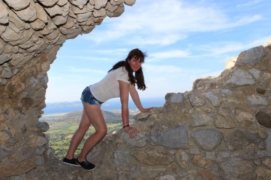 Paleo Pili: In der Burgruine