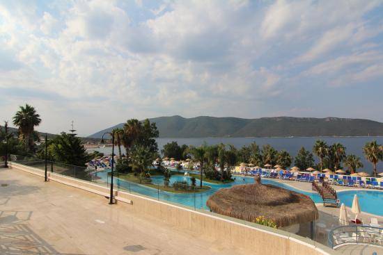 Bodrum Holiday Resort & Spa: Вид на нижний бассейн