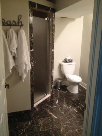 Panache Bed and Breakfast: Bathroom