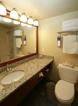 Best Western Plus Barclay Hotel: Newly updated bathrooms