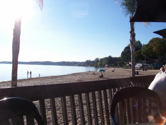 The Beach House: Superb deck views of Lake Erie and the beach...
