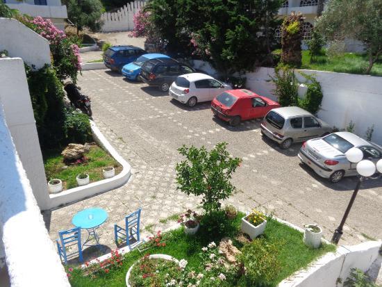 Achaios: Entrance-parking