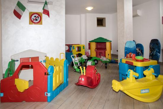 Sala Giochi Per Bambini : Liguria residence con sala giochi per bimbi per giocare in un