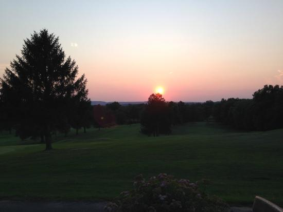 Suffield, คอนเน็กติกัต: View from the patio of the restaurant