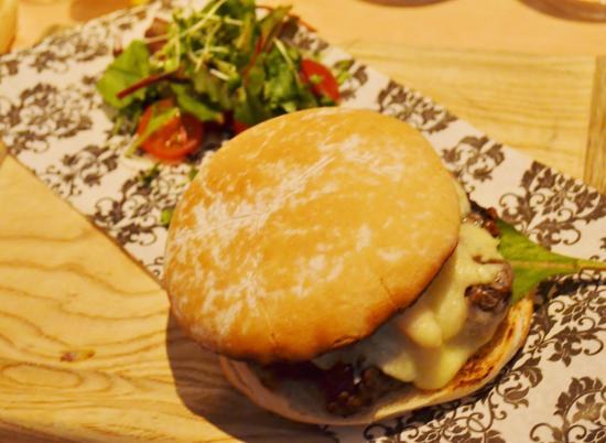 vanilla pod: Yummy Burger