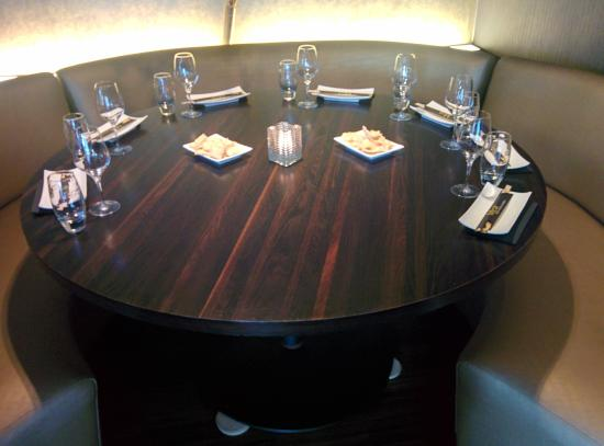 Ronde tafel foto van mchi food drinks amsterdam tripadvisor