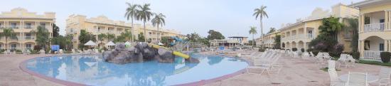 Telamar Resort : Piscina al amanecer