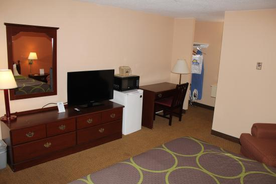 Days Inn - Lenox MA: Non SMoking King Bed