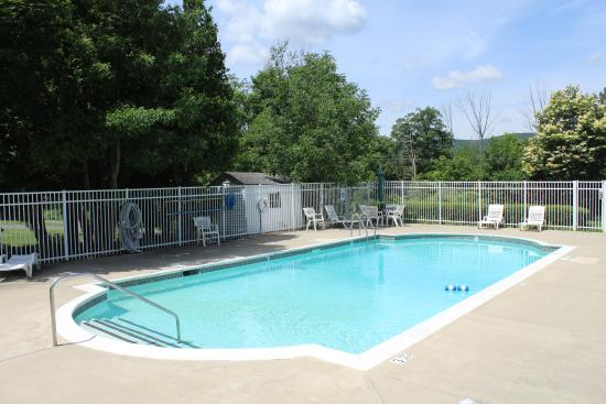 Days Inn - Lenox MA: Pool Area