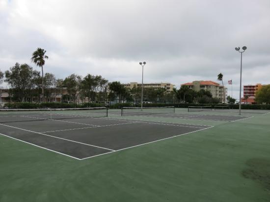 Bayshore Yacht Tennis Club: 4 Tennis Courts