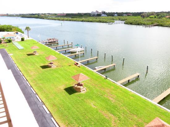 Bayshore Yacht Tennis Club: ICW side with docks , fishing, pool, spa,BBQ area