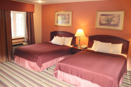 Howard Johnson Express Inn - Lenox: Non Smoking Double Beds