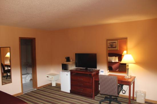 Howard Johnson by Wyndham Lenox: Room Amenity