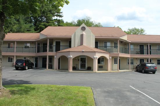 Howard Johnson Express Inn - Lenox: Exterior View