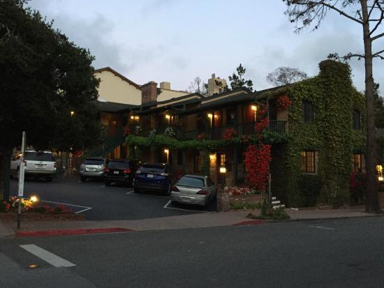 Wayside Inn: Outside view of the Inn