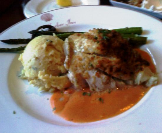 York Harbor, ME: Stuffed Haddock...Delicioso!