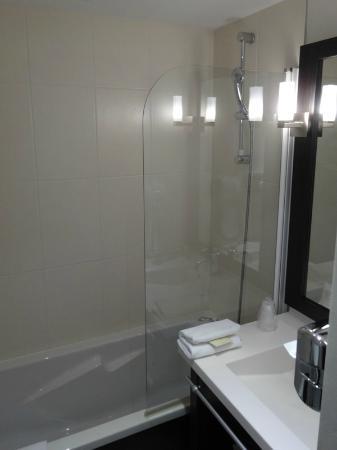 salle de bain - photo de seven urban suites nantes centre, nantes ... - Salle De Bains Nantes