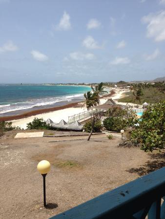 Mount Vernon Beach Resort: The beach and pool