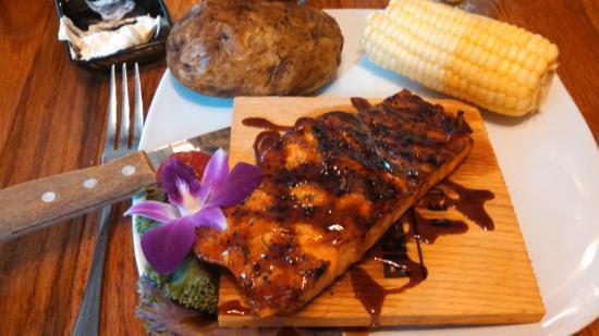 Port O' Call Restaurant and Gaslight Saloon: Lemon Grass Salmon