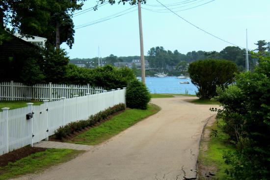 York Harbor, ME: Side street to harbor