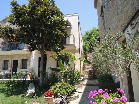 Mylos Apartments: accesso