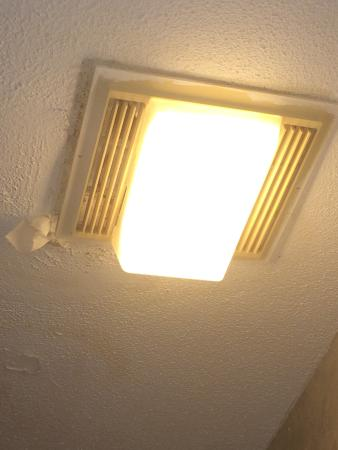 Super 8 by Wyndham West Springfield/Route 5: The bathroom fan had been stuffed to muffle the rattle