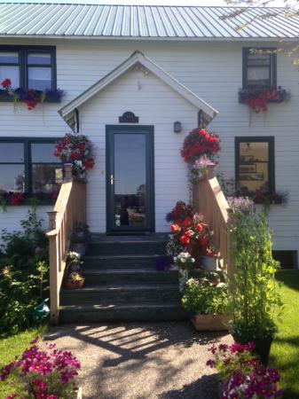 Oscar Gill House Bed and Breakfast: Beautiful Summer