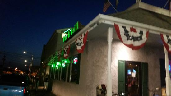 Klee's Bar and Grill: Klee's from the outside
