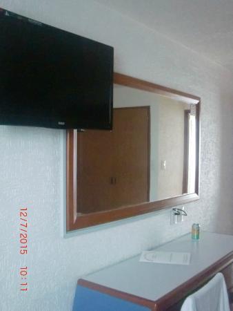 Hotel Palace: TV plana en habitación