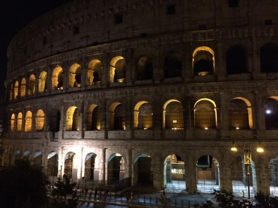 Rome Shuttle Limousine Day Tours: The colosseum