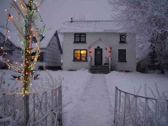 Oscar Gill House Bed and Breakfast: Cozy Wintertime