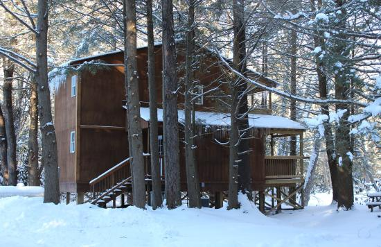 Bowden, WV: River Otter Lodge in the winter