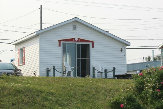 Les cabines du phare pointe au pere canada voir les for Motel le bic