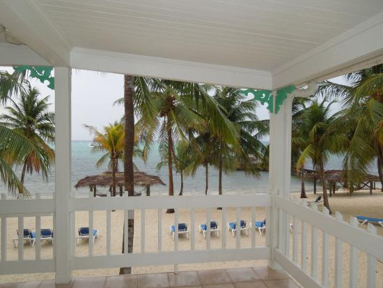 Little Cayman Beach Resort: View from the balcony by an ocean front second floor room