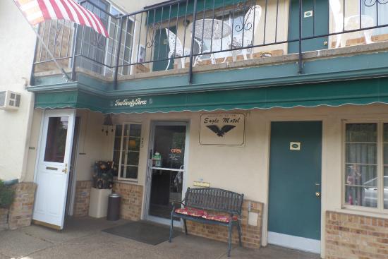 Eagle Motel: Office