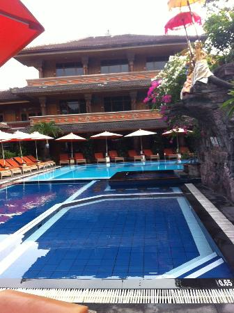 Wina Holiday Villa Hotel: Pool