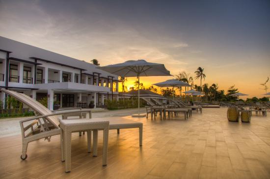 Kandaya Resort: Pool area sunset view