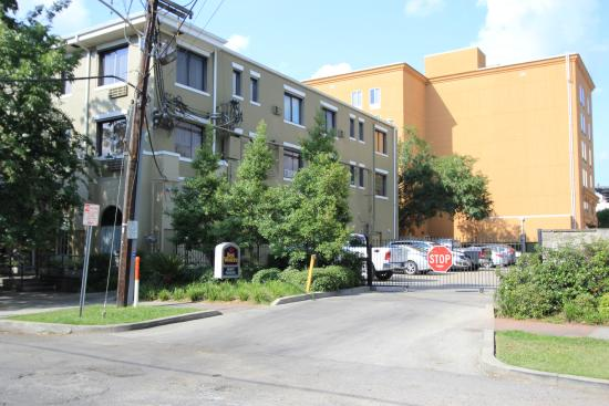 BEST WESTERN PLUS St. Charles Inn: Parking