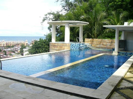 Minahasa Hotel Manado: Swimming Pool
