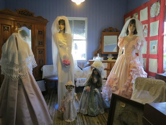 Beenleigh, أستراليا: Bridal display in Schultz House - Beenleigh Historical Village