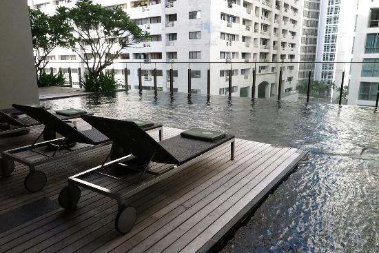 Hansar Bangkok Hotel Pool Area