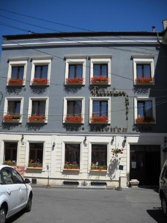 Fullton Hotel : front
