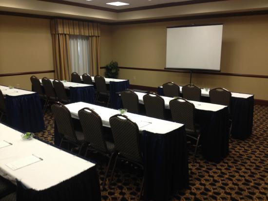 Hampton Inn & Suites Indianapolis-Airport: The BEST and most ORGANIZED hotel!