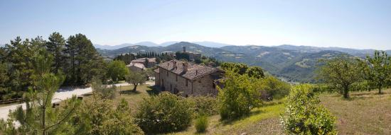 Tenuta di Biscina: Panoramica agriturismo a Gubbio