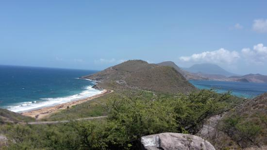 Cayon, St. Kitts: one side atlantic ocean other side Carabean sea