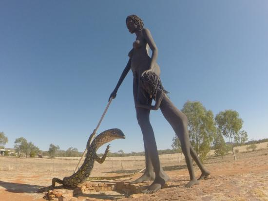 Aileron, Australien: Lady, child and the lizard