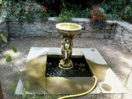 De belles statues picture of le jardin d 39 eden tournon for Jardin eden