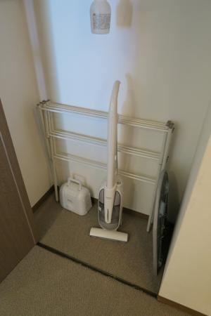 One Niseko Resort Towers: Closet, Vacuum Cleaner