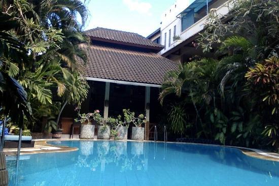 Secret Garden Inn: Pool